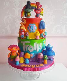 Birthday cake-caketrolls.jpg