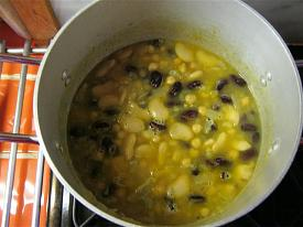 Pete's Recipe Book-3-bean-soup-small-.jpg